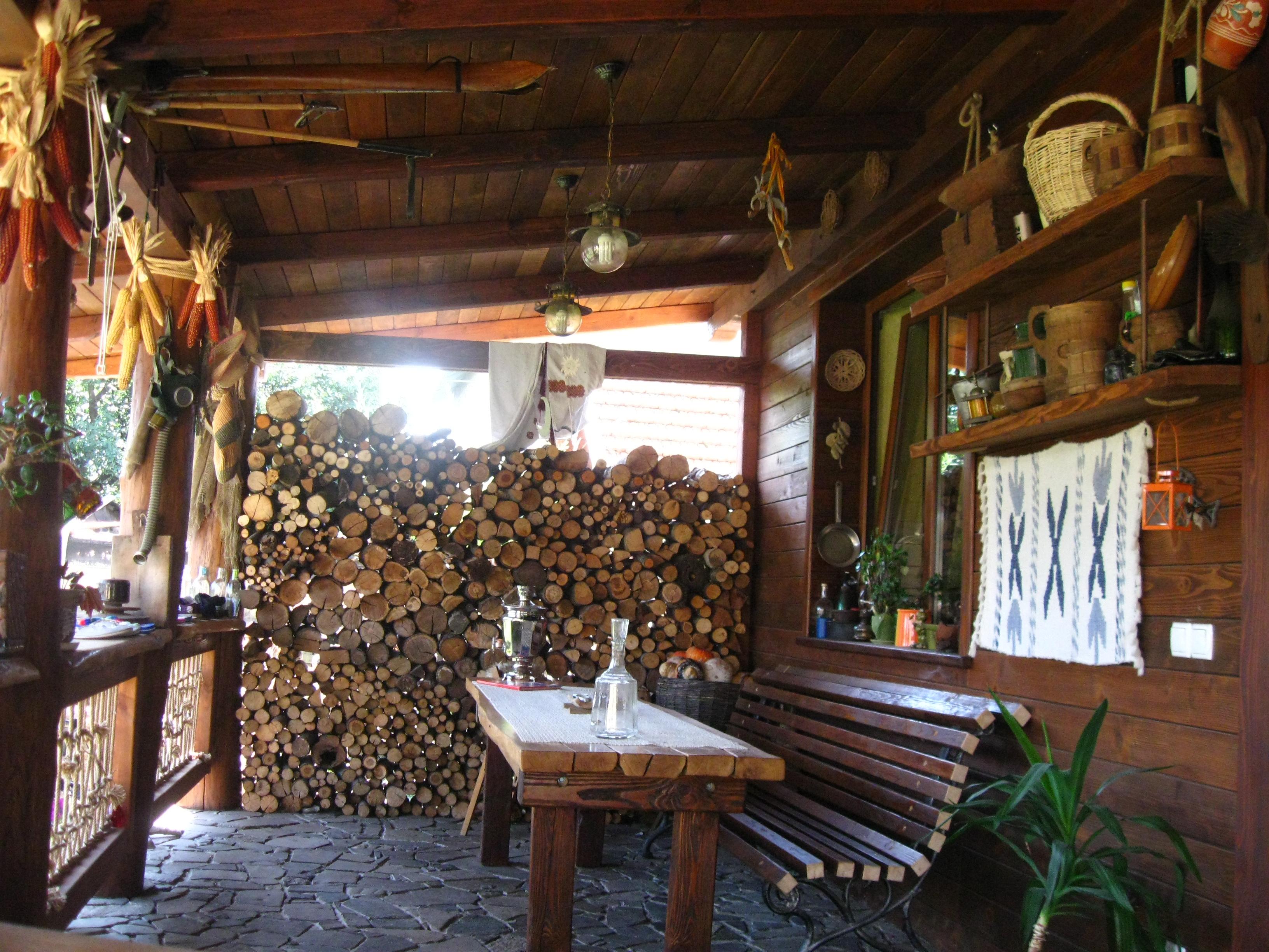 Веранда из дерева на даче