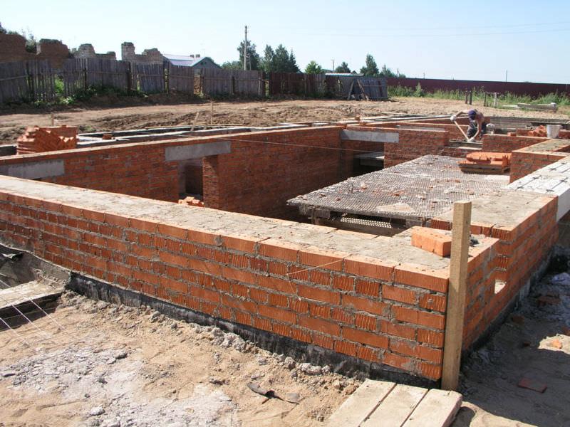 Строительство дома из кирпича своими руками видео